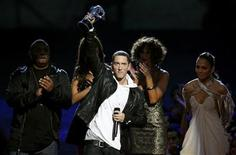 "<p>Eminem accepts the award for best hip hop video for ""We Made You"" from Jennifer Lopez (R) at the 2009 MTV Video Music Awards in New York, September 13, 2009. REUTERS/Gary Hershorn</p>"