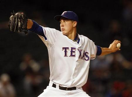 Texas Rangers starting pitcher Derek Holland pitches against the Seattle Mariners in the first inning of their MLB American League baseball game in Arlington, Texas September 13, 2009. REUTERS/Mike Stone