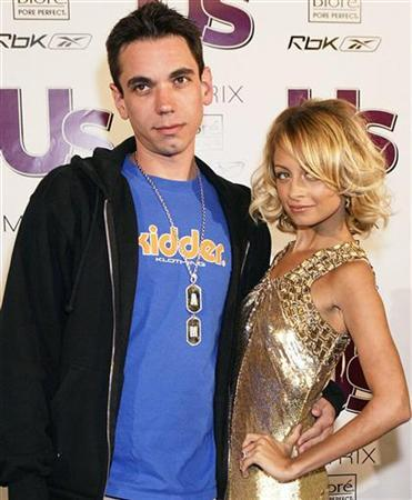 DJ AM, aka Adam Goldstein (L), and socialite Nicole Richie arrive for The Young Hot Hollywood Style Awards at the Element nightclub in Hollywood in this April 13, 2005 file photo. REUTERS/Lee Celano/Files