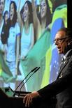 <p>O presidente do Comitê Olímpico Brasileiro (COB) e chefe da candidatura do Rio, Carlos Arthur Nuzman, apresenta a candidatura da cidade em Lausanne. O Comitê Olímpico Internacional (COI) escolherá em 2 de outubro a cidade-sede para os Jogos Olímpicos de 2016, numa disputa que envolve Chicago, Madri, Rio de Janeiro e Tóquio.17/06/2009.REUTERS/POOL/Dominic Favre</p>