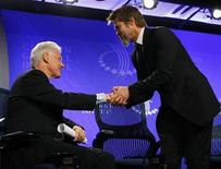 <p>L'ex presidente Usa Bill Clinton assieme a Brad Pitt ieri alla Clinton Global Initiative, a New York. REUTERS/Chip East</p>