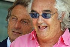 <p>O ex-chefe da Renault Flavio Briatore (de rosa), expulso da F1, promete voltar com festa REUTERS/Robert Pratta (MONACO SPORT MOTOR RACING BUSINESS)</p>