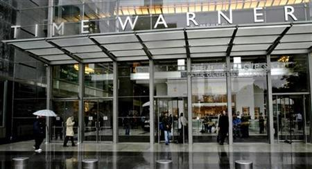 People walk in front of the Time Warner Inc. headquarters building at Columbus Circle in New York October 13, 2005. REUTERS/Nicholas Roberts
