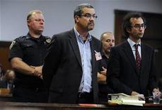 <p>Robert Joel Halderman (2nd L) listens during his arraignment in New York Supreme Court October 2, 2009. REUTERS/New York Post/Pool</p>