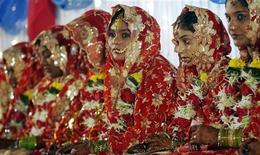 <p>Gruppo di spose musulmane a Mumbai. REUTERS/Punit Paranjpe</p>