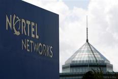 <p>Placé sous le régime des faillites, le canadien Nortel Networks compte céder ses activités dans les réseaux optiques et la technologie Ethernet à l'équipementier de réseaux américain Ciena pour un montant total de 521 millions de dollars (355 millions d'euros). /Photo d'archives/REUTERS/Blair Gable</p>