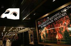 """<p>Theatre-goers socialize outside the Majestic Theatre before the start of """"The Phantom of the Opera"""" in New York January 9, 2006. REUTERS/Seth Wenig</p>"""