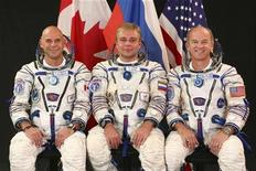 <p>Spaceflight participant Guy Laliberte (L), Russian cosmonaut and Soyuz commander Maxim Suraev (C) and Expedition 21/22 NASA flight engineer and Expedition 22 commander Jeffrey Williams, take a break from training in Star City, Russia to pose for a portrait in this NASA handout photo taken August 25, 2009. REUTERS/NASA/Gagarin Cosmonaut Training Center/Handout</p>