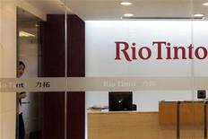 <p>Офис представительства компании Rio Tinto в Шанхае 8 июля 2009 года. Китай продлил на месяц следствие по делу четырех сотрудников горнодобывающей компании Rio Tinto, подозреваемых в коммерческом шпионаже, сказал представитель защиты. REUTERS/Aly Song</p>