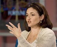 <p>La numéro 2 de Facebook, Sheryl Sandberg, a déclaré que le site internet communautaire visait un marché publicitaire plus important que celui des liens sponsorisés qui a permis à Google de devenir un géant. /Photo d'archives/REUTERS/Kimberly White</p>