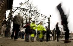 <p>L'ingresso di Auschwitz . REUTERS/Peter Andrews (POLAND)</p>