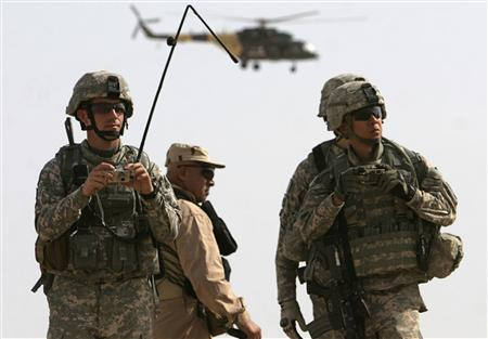 U.S. soldiers watch a military exercise at Al-Baghdadi District near Ramadi, 100 km (60 miles) west of Baghdad October 20, 2009. REUTERS/Mohanned Faisal