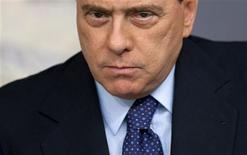 """<p>Foto de arquivo do primeiro-ministro da Itália, Silvio Berlusconi. Nesta quinta-feira, autoridades italianas iniciaram uma investigação sobre grupos no Facebook chamados """"Vamos Matar Berlusconi"""", afirmando que as acusações virtuais podem se tornar um ataque real contra o premiê. REUTERS/Tony Gentile</p>"""