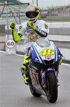 <p>O piloto italiano Valentino Rossi, da Yamaha, é o favorito para ganhar o MotoGP deste ano. REUTERS/Ahmad Faizal Yahya</p>