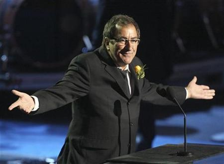 Choreographer Kenny Ortega eulogizes Michael Jackson during the memorial services for the pop star in Los Angeles July 7, 2009. REUTERS/Mario Anzuoni