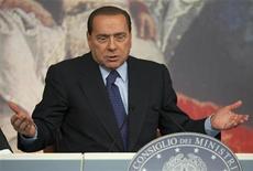 <p>Премьер-министр Италии Сильвиол Берлускони на пресс-конференции в Риме 9 октября 2009 года. Судебный процесс по делу о якобы имевших место налоговых и финансовых махинациях премьер-министра Италии Сильвио Берлускони возобновится 16 ноября, свидетельствуют документы суда. REUTERS/Tony Gentile</p>