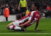 <p>Merida, do Arsenal, comemora depois de marcar gol contra o Liverpool, em Londres. O Arsenal foi aplaudido pelo público do estádio Emirates depois de conseguir, nesta quarta-feira, uma brilhante vitória de 2x1 sobre o Liverpool, garantindo um lugar nas quartas-de-final da Copa da Liga Inglesa.28/10/2009.REUTERS/Kieran Doherty</p>