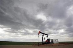 <p>An EnCana pump jack pumps oil out of the ground near Rockyford, Alberta, June 30, 2009. REUTERS/Todd Korol</p>