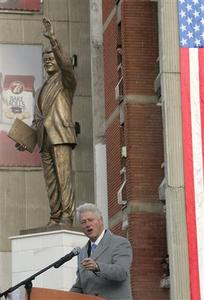 Former U.S. President Bill Clinton speaks in front of his statue in Pristina, November 1, 2009. Clinton is in Kosovo where he unveiled the statue on Clinton's Boulevard. REUTERS/Hazir Reka