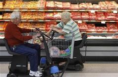<p>Customers shop for meat at Wal-Mart in Rogers, Arkansas, June 4, 2009. REUTERS/Jessica Rinaldi</p>