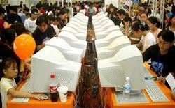 <p>Giovani cinesi giocano a videogiochi on line, in una foto d'archivio. REUTERS/China Photos ASW/TW</p>