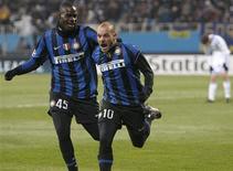 <p>Wesley Sneijder comemora gol que deu à Inter vitória sobre o Dynamo por 2 x 1. REUTERS/Gleb Garanich</p>