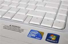 <p>Il logo di Intel. REUTERS/Joshua Lott</p>