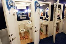 <p>Three of 20 free public bathroom units that will be open for the holiday shopping season in New York's Times Square, November 20, 2006. REUTERS/Mike Segar</p>