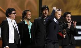 <p>Membros do grupo Calle 13 recebem prêmio no 10o Grammy Latino, em Las Vegas. Veja a lista dos ganhadores do Grammy Latino nas principais categorias. A cerimônia de entrega das premiações ocorreu na quinta-feira em Las Vegas.05/11/2009.REUTERS/Mario Anzuoni</p>