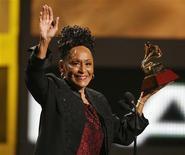 <p>Omara Portuondo defendeu fim de embargo a Cuba após prêmio Grammy. REUTERS/Mario Anzuoni</p>