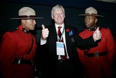 <p>Toronto's Mayor David Miller (c) celebrates with two Canadian Mounties after winning the bid to host the 2015 Pan-American Games in Guadalajara city, November 6, 2009. Toronto won with 33 votes, Lima 11 and Bogota 7 during the General Assembly of Pan American Sports Organization. REUTERS/Alejandro Acosta</p>