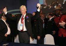 <p>O prefeito de Toronto, David Miller (c), comemora com sua delegação depois que sua cidade foi escolhida, nesta sexta-feira, para ser a sede dos Jogos Pan-Americanos de 2015. Toronto venceu as cidades de Bogotá, na Colômbia, e Lima, no Peru. REUTERS/Eliana Aponte</p>