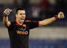 <p>CBF não liberou o goleiro Doni, em foto de arquivo, e o zagueiro Juan da Roma para os amistosos deste mês contra Inglaterra e Omã. REUTERS/Giampiero Sposito</p>