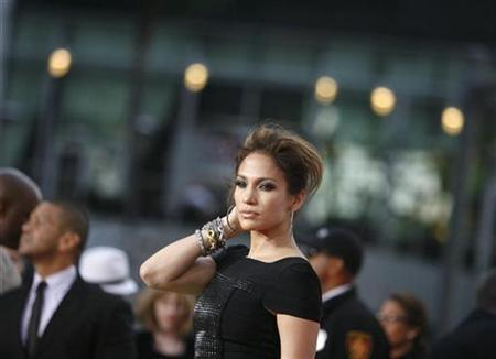 Actress Jennifer Lopez poses at the premiere of the documentary ''This Is It'' in Los Angeles October 27, 2009. REUTERS/Mario Anzuoni