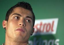 <p>A seleção de Portugal convocou Cristiano Ronaldo, em foto de arquivo, para a repescagem das eliminatórias europeias da Copa do Mundo neste mês contra a Bósnia, embora o Real Madrid tenha afirmado no domingo que seria um erro escalar o atacante lesionado. REUTERS/Paul Hanna</p>