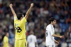 <p>Inigo Lopez (e), do Alcorcón, comemora após eliminar o Real Madrid da Copa do Rei, no estádio Santiago Bernabéu, nesta terça-feira. REUTERS/Juan Medina</p>