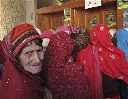 A woman stands in a queue to cast her vote during an election of the Legislative assembly for Northern Areas in Gilgit-Baltistan November 12, 2009. REUTERS/Abrar Tanoli