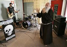 <p>Friar Cesare Bonizzi (R), also known as Fratello Metallo (Metal Friar), sings with his group during a rehearsal session in downtown Milan in a July 10, 2008 file photo. REUTERS/Alessandro Garofalo/Files</p>