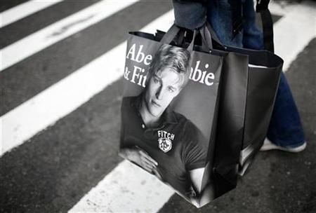 A man holds shopping bags from retailer Abercrombie & Fitch while waiting to cross a street in New York October 8, 2009. REUTERS/Mike Segar