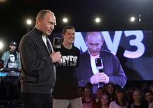 """<p>O premiê russo, Vladimir Putin, participa do programa """"Battle for Respect"""" (Batalha por respeito) no canal Muz TV, em Moscou. REUTERS/Alexei Nikolsky/RIA Novosti/Pool</p>"""