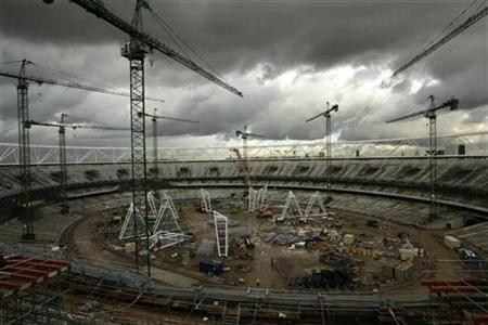 A general view shows the 2012 Olympic stadium under construction in east London November 3, 2009. REUTERS/Stefan Wermuth
