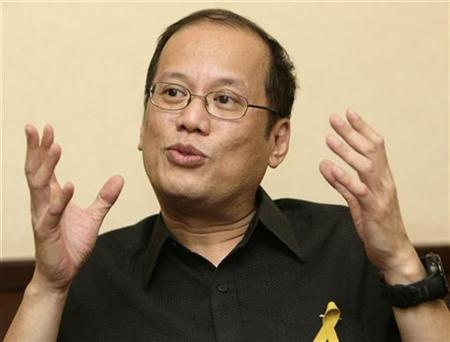 Senator Benigno ''Noynoy'' Aquino III, one of the candidates for the Philippine presidential elections in 2010, gestures during a Reuters interview in Davao City southern Philippines September 25, 2009. REUTERS/Cheryl Ravelo