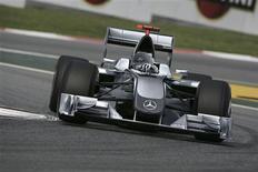 <p>Imagem gerada no computador mostra possível versão do novo carro da equipe de F1 Mercedes Grand Prix, publicado no site da montadora alemã Daimler REUTERS/Divulgação/Mercedes-Benz Motorsport</p>