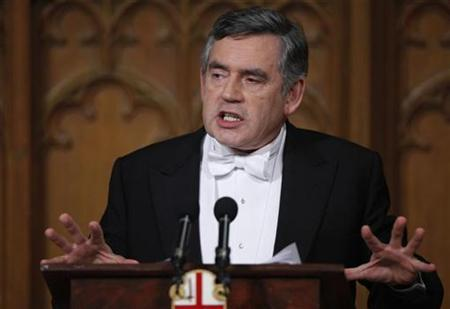 Britain's Prime Minister Gordon Brown makes a foreign policy speech at the Guildhall during the Lord Mayor's Banquet in the City of London November 16, 2009. REUTERS/Andrew Winning