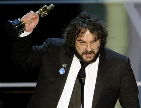 Peter Jackson accepts the Oscar for achievement in directing for ''The Lord of the Rings:The Return of the King'' during the 76th annual Academy Awards at the Kodak Theatre in Hollywood February 29, 2004. REUTERS/Gary Hershorn