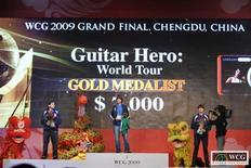 <p>Brasileiro Fábio Jardim vence final de Guitar Hero World Tour na World Cyber Games e leva prêmio de 7 mil dólares.</p>