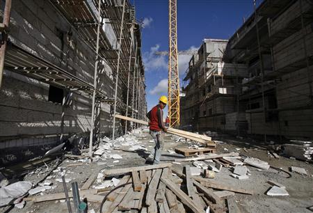 A Palestinian labourer works at a construction site in Gilo, a Jewish settlement on land Israel captured in 1967 and annexed to its Jerusalem municipality, November 17, 2009. REUTERS/Baz Ratner