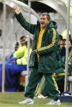 <p>O técnico da seleção sul-africana de futebol, Carlos Alberto Parreira, é visto durante jogo contra a Jamaica em Bloemfontein, na África do Sul, nesta terça-feira. A partida acabou empatada em 0 x 0. REUTERS/Siphiwe Sibeko</p>