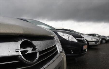 Opel cars are parked outside the Opel assembly plant in Antwerp November 5, 2009. REUTERS/Francois Lenoir