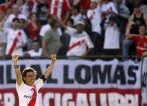 <p>River Plate's Marcelo Gallardo celebrates after he scored a goal against Boca Juniors in their Argentine First Division soccer match in Buenos Aires, October 25, 2009. REUTERS/Marcos Brindicci</p>